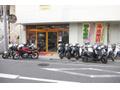 武蔵新田駅3分、千鳥町6分が近く、バイクや車でも来易い場所です。修理や車検はもちろんカスタム、買取、処分もお受けしてます。他店購入車大歓迎です。