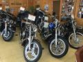 ショールームにはハーレーを中心に大型バイクを展示しています。