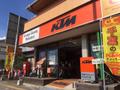 国道14号浅間神社近くに店舗があります。千葉県唯一のKTM全商品を取り扱うマルチショップです。
