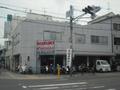 JR東部市場駅から徒歩約8分今里筋田島6丁目の交差点にあります。今里筋沿いにございます。