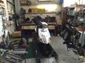 タカラオートバイでは国家資格を持った整備士が丁寧に作業しています。 部品やタイヤ等の消耗部品を豊富に在庫!即座に対応します。 各車パーツリストもございますので、部品の拾い出しも正確に行っています