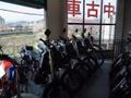 中古車200台以上在庫あります!125cc~大 型バイクをずらりと展示していますので、 ぜひ遊びに来て下さいネ!