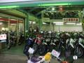 店内にはヘルメットやグローブ、ジャケット等の用品を取り揃えております。